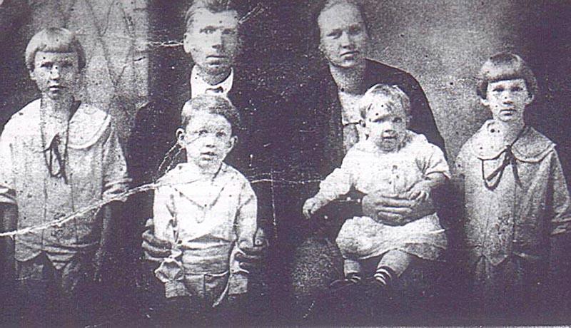 The Family of Lindsey Fleming & Roxie (Nida) Smith, ca1922